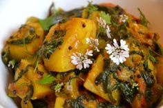 L'asa foetida, les graines de moutarde noires, l'huile de coco vous sont inconnus ? Pas de panique, il s'agit tout simplement d'ingrédients utilisés au quotidien par les Indiens dans leur cuisine. Si vous ne parvenez pas à vous en procurer, ils sont substituables...