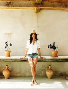 I would have no problem spending a month in this beautiful house right now. It belongs to the Spanish model Eugenia Silva and is located on the Balearic island Formentera. Photographs by Gonzalo Machado for Architectural Digest. Short Outfits, Trendy Outfits, Summer Outfits, Summer Dresses, Black Outfits, Nice Outfits, Fall Outfits, Hawaii Vacation Outfits, Vacation Style
