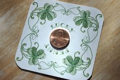 The Moody Fashionista: St. Patrick's Day Lucky Penny: with a great science be activity for cleaning the pennies on ketchup! St Patricks Day Cards, St Patricks Day Crafts For Kids, St Patrick's Day Crafts, Holiday Crafts, March Crafts, Celtic Wedding, Irish Wedding, Daisy, St Patrick's Day Decorations