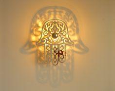 luminaire main de fatma miroir avec ombre port e au mur concept d 39 applique luminaire en 5. Black Bedroom Furniture Sets. Home Design Ideas