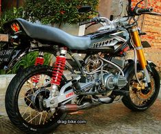 Modifikasi Rx King Racing Look Rolls Royce Price, Dt Yamaha, Yamaha Rx100, Best Motorbike, King Club, Honda Cub, Drag Bike, Anime Character Drawing, New Details