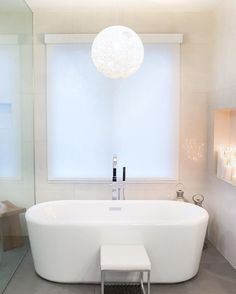 Random Light by Bertjan Pot via Moooi | www.moooi.com | #lighting #white #suspended #lamp #suspension #bathroom #design #interior