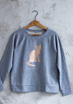 Hot fix-kalvolla kuvioitu paita SK Sk 2, Graphic Sweatshirt, Sewing, Sweatshirts, Hot, Sweaters, Fashion, Moda, Dressmaking