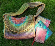 Felted messenger bag - free pattern: not that I've ever dared to felt anything in case it ruins all the work
