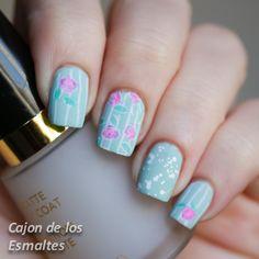 Pretty Green Floral Stamping Nail: http://www.cajondelosesmaltes.com/2014/08/gradiente-la-louboutin-y-rosas-vintage.html