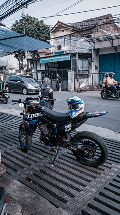 Kawasaki Motorcycles, Cars And Motorcycles, Cool Dirt Bikes, Dirt Bike Girl, Motorcycle Style, Motor Sport, Tumblr Photography, Bff Pictures, Aesthetic Girl