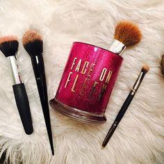 Docolor Professional Makeup Brush Set Goat Hair Foundation Eyeshadow Kit with PU Leather Case - Cute Makeup Guide Makeup Brush Holders, Makeup Brush Set, Best Makeup Brushes, Best Makeup Products, Cute Makeup, Diy Makeup, Makeup Jars, Diy Tumblers, Glitter Tumblers