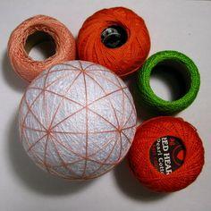 Нам потребуется: 1.Основа для темари с разметкой на С10 2.Нитки (розовый, св.-оранжевый, оранжевый и зеленый)