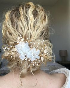 Stunning Wedding Hairstyles for Naturally Curly Ha. Stunning Wedding Hairstyles for Naturally Curly Hair Natural Curly Hair, Long Curly Hair, Natural Hair Styles, Short Hair Styles, Updos For Curly Hair, Naturally Curly Hairstyles, Natural Updo, Curly Braids, Thick Hair