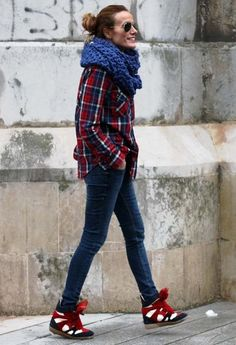 19 Stylish Outfit Ideas - big scarf with plaid