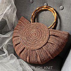 Crochet Handbags, Crochet Purses, Crochet Bags, Crochet Stitches Patterns, Crochet Patterns Amigurumi, Crochet Teddy, Diy Crochet, Origami Clothing, Handbag Tutorial