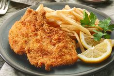 These pork cutlets, fried in panko bread crumbs and tenderized to perfection with a meat tenderizer, are a quick and easy dinner main course that can be served with a variety of side dishes. Wiener Schnitzel, Milanesa, Pork Cutlets, Pork Chops, Prosciutto Ham, Main Dishes, Side Dishes, Small Red Potatoes, Chips