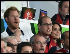 Brothers at war: William, Kate & Harry support opposing sides at rugby http://www.thecrownchronicles.co.uk/royal-news/the-cambridges/william-kate-harry-rugby-support-opposing-sides/