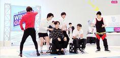 Winner's sexy posing ft. a stunned Hanbin #winner #ikon