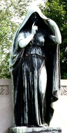 Shhh - Elwood Cemetery, Memphis TN might be haunted. But Elmwood is the most… Cemetery Angels, Cemetery Statues, Cemetery Art, Old Cemeteries, Graveyards, Haunted Places, Macabre, Memphis, Elmwood Cemetery
