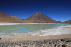Part two of my four-part series about my experiences on Bolivia's Salt Flats. Here I find some bubbling mud pools and a lake that changes colour.