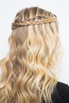 a gorgeous wrap around braid with loose curls