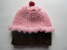 This Mama Knits: Cupcake Hat Pattern knitted with a round loom!