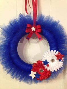 USA of July Tutu Wreath Stars Red White and by TutuMommies Tulle Projects, Tulle Crafts, Wreath Crafts, Diy Wreath, Wreath Ideas, Diy Projects, Mesh Ribbon Wreaths, Christmas Mesh Wreaths, Yarn Wreaths