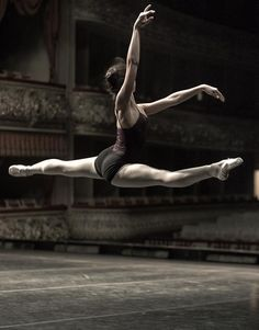 I miss ballet. A picture like this gives me chills it's so beautiful!