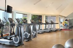 Our Sheraton Fitness by Core Performance, which is located on the Mezzanine floor, features a wide range of equipment, hot and cold plunge pools, as well as steam and sauna rooms.