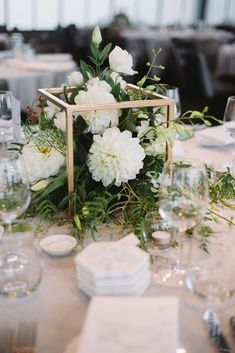 White green and gold. A simple and elegant touch to guest ta.- White green and gold. A simple and elegant touch to guest tables for weddings an… White green and gold. A simple and elegant touch to guest tables for weddings and events. Wedding Reception Tables, Wedding Table Centerpieces, Wedding Flower Arrangements, Centerpiece Ideas, White Floral Centerpieces, Non Flower Centerpieces, Simple Table Decorations, Vintage Centerpiece Wedding, Simple Elegant Centerpieces