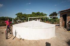 O Ministério do Desenvolvimento Social e Combate à fome anunciou a construção de cisternas que beneficiarão 2,7 mil famílias em Pernambuco. A estrutura é uma importante ajuda para garantir o abastecimento da população em áreas afetadas por grandes períodos de estiagem.
