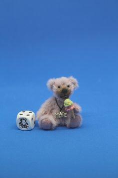 Franzi (6 cm) teilt gerne sein Eis; wer will probieren?