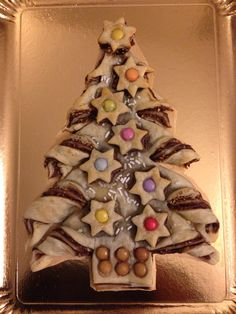 Idea per il dolce di Natale: albero di pasta sfoglia, Nutella e Smarties! Christmas Breakfast, Christmas Sweets, Christmas Cooking, Diy Christmas Gifts, Christmas Holidays, Holiday Treats, Holiday Recipes, Food Fantasy, Xmas Food