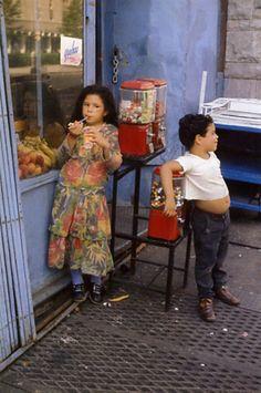 7 Lessons Helen Levitt Has Taught Me About Street Photography - Kunstfotografie Lee Friedlander, Documentary Photography, Film Photography, Photography Backgrounds, Fashion Photography, Photography Business, Color Photography, Landscape Photography, Narrative Photography