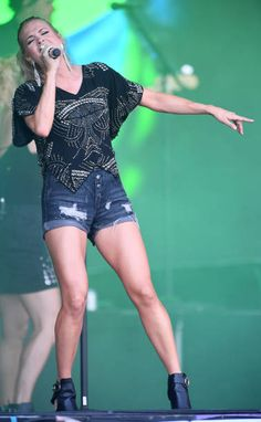 60 Top Carrie Underwood foto's en beelden Carrie Underwood Clothing, Carrie Underwood Bikini, Carrie Underwood New Album, Carrie Underwood Pictures, Country Female Singers, Country Music, Country Life, Stage Outfits, Fashion Outfits