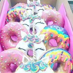 Unicorn Foods, Unicorn Gifts, Unicorn Donut, Unicorn Cakes, Delicious Donuts, Delicious Desserts, Bolo Hello Kitty, Kreative Desserts, Cute Donuts