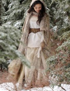 Reign on pinterest adelaide kane mary queen of scots for Snow white wedding dress once upon a time