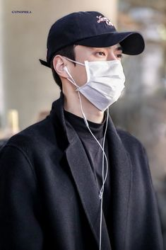 Celebrity Dads, Celebrity Style, Z Cam, Exo Members, Exo Chanyeol, Airport Style, Airport Fashion, Global Brands, Hugh Jackman