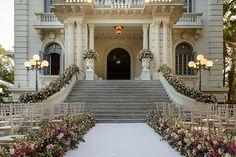 Cerimônia de casamento no jardim - decoração romântica em off white e tons de rosa ( Decoração: Cenográphia   Foto: Rafael Cruz )