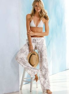 The Beach Pant in Linen - Victoria's Secret. I have 3 of these pants in solid colors -black, white and brown and I absolutely love them and highly recommend them. Hot Outfits, Simple Outfits, Linen Beach Pants, Linen Pants, Funky Pants, Lindsay Ellingson, Vs Swim, London Jeans, Relaxed Outfit