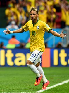 Neymar JR celebrando el gol 100 del Mundial 2014