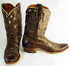 """Vintage brown unmarked boots with white stitched uppers and white inlay, great looking boots! In terrificcondition overall.  Mens Size 11-1/2B  Heel to Toe Sole length: 12"""" Sole Width: 4"""" Shaft Height: 8-1/4"""" Heel Height: 1-1/2"""""""