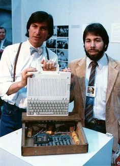 Steve Jobs and Steve Wozniak with the original Apple I computer and the new Apple IIc model at the Apple II Forever event in Steve Wozniak, Steve Jobs Apple, Computer Technology, Computer Science, Computer Programming, Energy Technology, Technology Gadgets, Apple Iic, Alter Computer