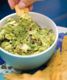 20 Easy Super Bowl Appetizers Fueling up for the big game? These tasty snacks will have your football fanatics cheering for more. Yummy Appetizers, Yummy Snacks, Appetizer Recipes, Yummy Food, Party Appetizers, Appetizer Ideas, Guacamole Chips, Chipotle Guacamole, Fresh Guacamole