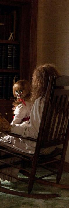 "Annabelle from ""The Conjuring"" creepy horror movie Best Horror Movies, Horror Films, Scary Movies, Great Movies, Horror Art, Horror Movie Costumes, Movie Decor, I Movie, Movie Props"