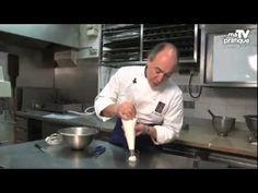 Astuce pâtisserie : utiliser une poche à douille - YouTube