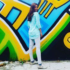 Entre colores Completamente convencida que la vibración de los colores te hace elevar Love to be around color #pinklia #fashionblogger #styleblogger #love #beautiful #colors #colorful #instabeauty #style