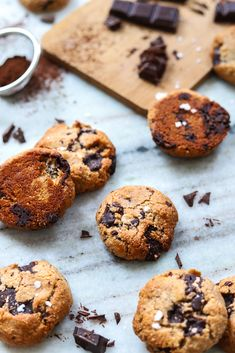The best vegan chocolate chip cookies gluten-free, grain-free, vegan, easy, Vegan Sweets, Vegan Desserts, Vegan Recipes, Vegan Meals, Diet Recipes, Chicken Recipes, Gourmet Cookies, Cookies Vegan, Vegan Cupcakes