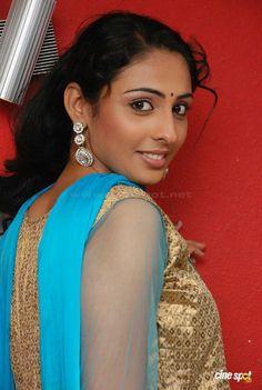Indian Face, Silk Satin, Indian Beauty, Desi, Curves, Beautiful Women, Booty, Saree, Actresses