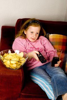 Cum ii faci rau copilului tau cu mana ta. Top 10 greseli de alimentatie – partea 1