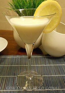 CREMA DE LIMÓN /  1 lata pequeña de leche condensada  - 4 yogures naturales  - 4 limones