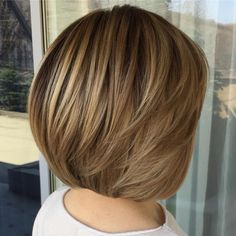 short hairstyles for round faces 32