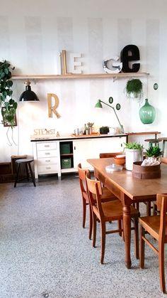 #Plants #Pflanzen #grün #gold #white #Urban #vintagefurniture #buchstaben #styling #Interior #gemütlich
