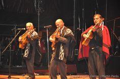 """Los Indios Tacunau  Es un dúo de música folklórica de Argentina y tango, de Trenque Lauquen (Provincia de Buenos Aires), Argentina, integrado por los hermanos Néstor Eduardo """"Cacho"""" Tacunau y Nelson Abel Tacunau."""